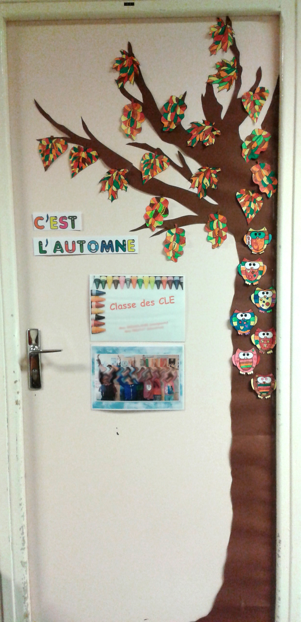 L 39 automne en classe de cle la classe des gnomes for Decoration porte arts visuels